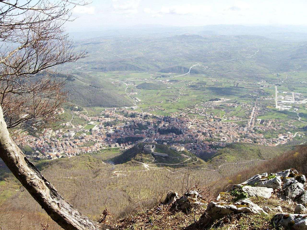 Vista di Montella e dell'Alta Valle del Calore
