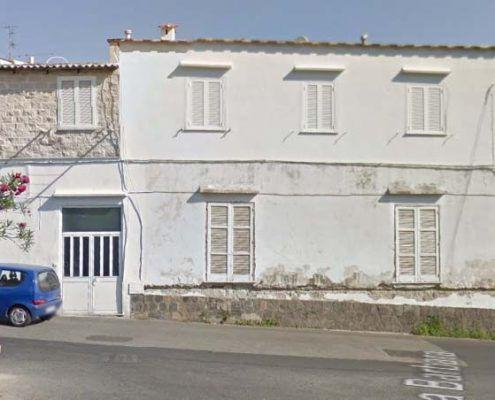 Edificio in Muratura - Via Montecito, Piazza Maio – Casamicciola Terme Lesioni da taglio nei maschi murari: Google street view pre-evento