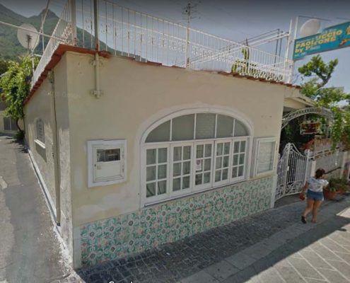 Edificio in Muratura - Via D'Aloisio Località la Rita – Casamicciola Terme Lesioni nel piano della parete : Google street view pre-evento