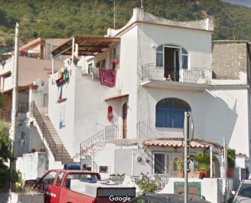 Edifici in Muratura - Via Montecito, Piazza Maio – Casamicciola Terme Lesioni nel piano della parete: Google street view pre-evento