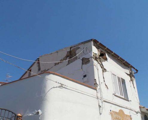 Edificio in Muratura - Via D'Aloisio Località la Rita–Casamicciola Terme Ribaltamento di facciata : post-evento