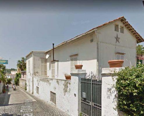 Edificio in Muratura - Via D'Aloisio Località la Rita – Casamicciola Terme Ribaltamento della facciata : Google street view pre-evento