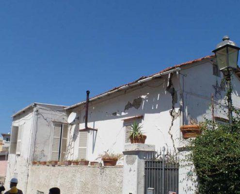 Edificio in Muratura - Via D'Aloisio Località la Rita – Casamicciola Terme Ribaltamento della facciata : post-evento