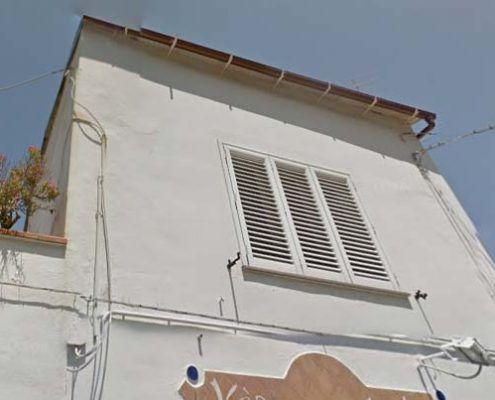 Edificio in Muratura - Via D'Aloisio Località la Rita – Casamicciola Terme Meccanismo di rottura relativo al punzonamento della muratura nelle zone di ancoraggio dei tiranti: Google street view pre-evento