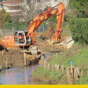 divieto costruzione argine fiumi-