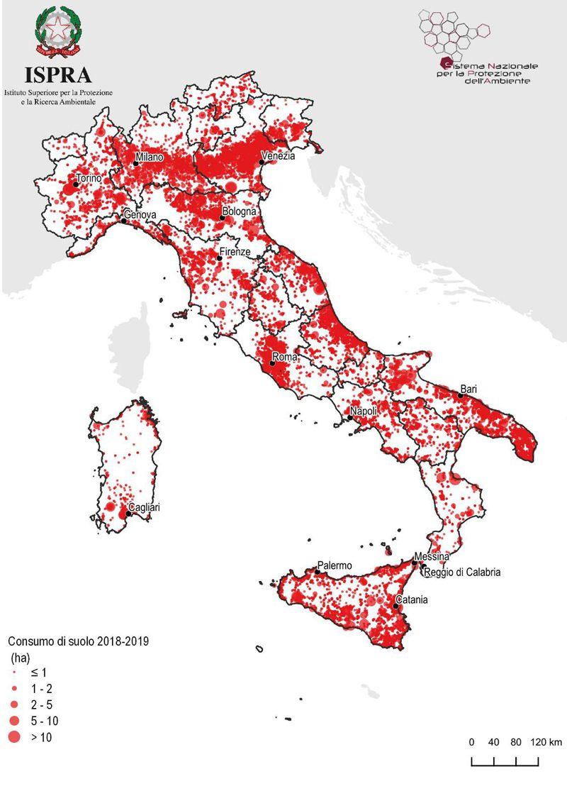 Immagine che mostra una cartina dell'Italia dove è evidenziato il consumo suolo 2019-2020
